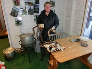 Kamchatkakrabbenbeine kommen zum Kochen in den Hubbeltopf